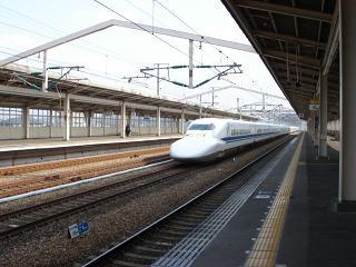DSC00328のぞみ相生駅通過50%.JPG